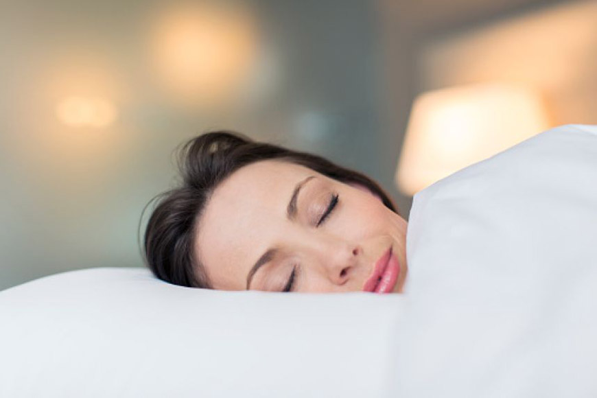Dormir regularmente ajuda a manter a pele saudável - Dermatologista Curitiba