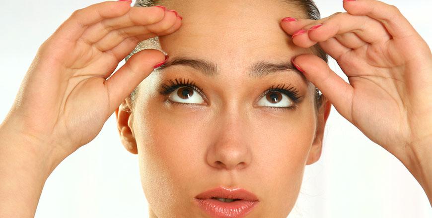 Um lifting da testa reverte os efeitos da gravidade e ajusta os tecidos da região para proporcionar um contorno mais jovem